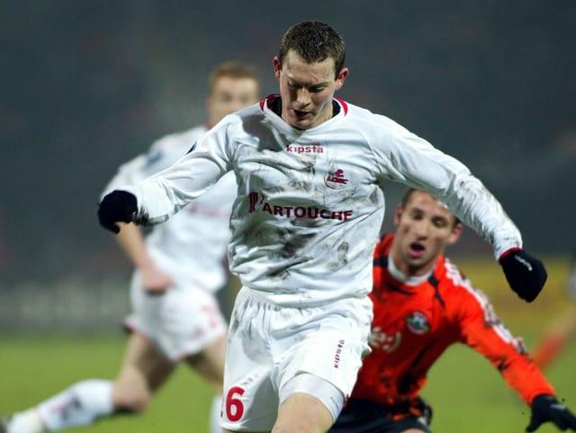 Während seiner Zeit beim französischen Ligue-1-Verein debütierte Lichtsteiner für die Schweizer Nationalmannschaft.