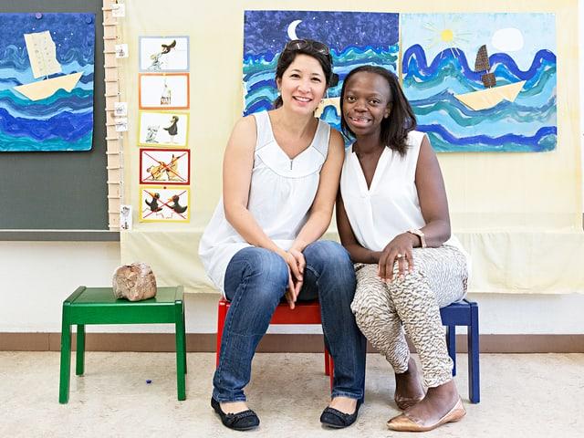 Tabea Sollberger und Maureen Stauffer an ihrem Arbeitsplatz im Kindergarten.