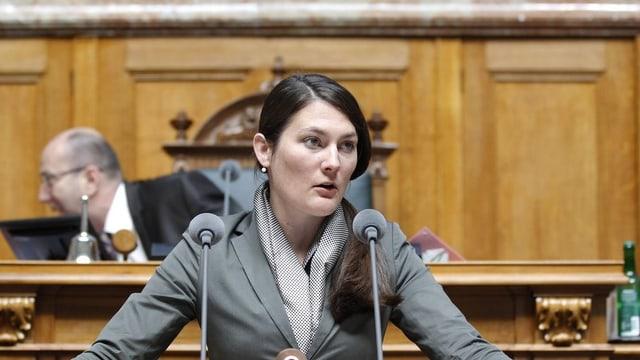 La scheffa da fracziun dals verd-liberals, Tiana Angelina Moser che tegna in pled.