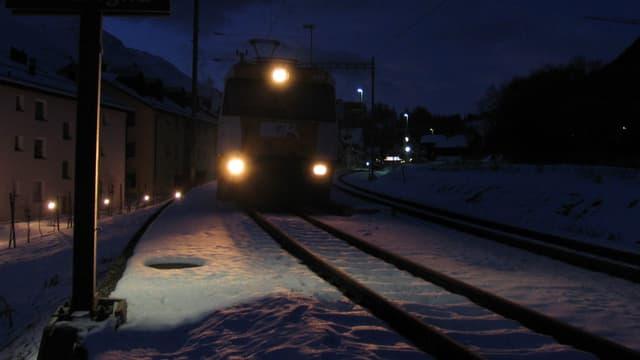tren durant la notg.