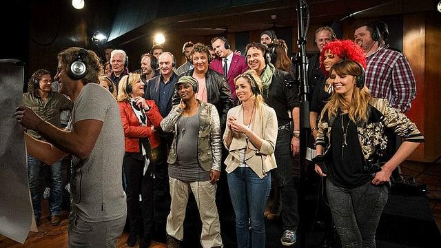 Zahlreiche niederländische Musiker in einem Aufnahmestudio.