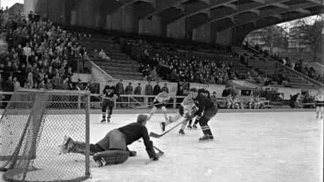 Historisches Bild eines Eishockeyspiels auf der Margarethen