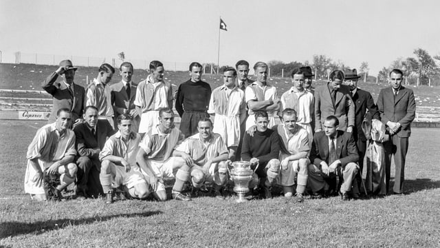 In der ersten Hälfte des 20. Jahrhunderts war GC die Cup-Mannschaft schlechthin: Im Jahr 1952 hatten die Zürcher bereits 12 Titel gesammelt, darunter bei einem Finalsieg 1942 gegen Basel.