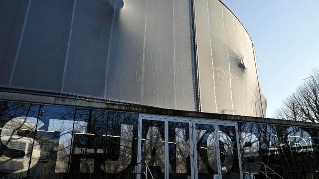 Blick auf die Aussenfassade der St. Jakob-Arena