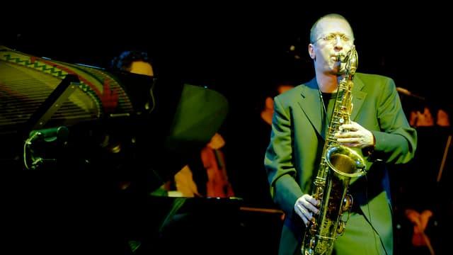 David Klein spielt Saxofon