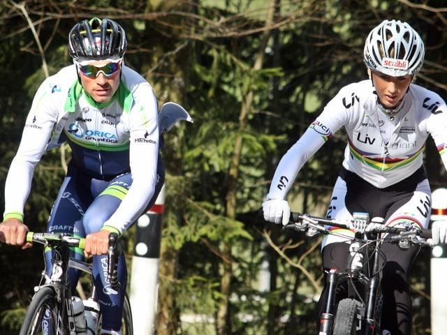 Michael Albasini und Jolanda Neff fahren gemeinsam Rad.