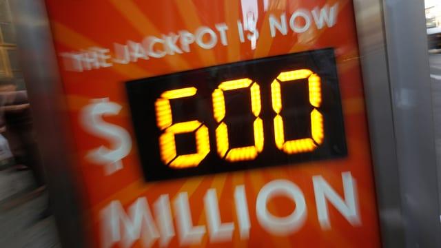 Eine elektronische Strassenanzeige mit dem Betrag von 600 Millionen Dollar