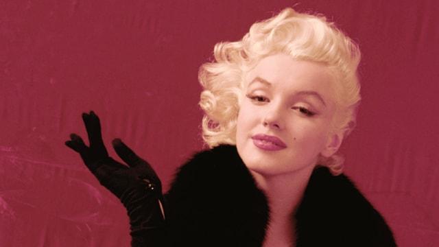 Marilyn Monroe posiert für ein Foto.