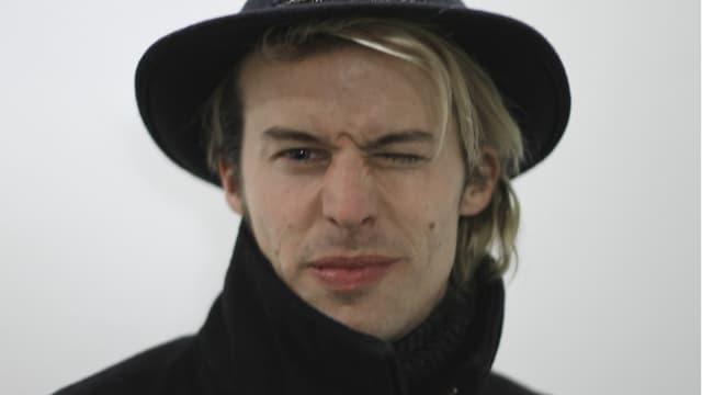 Tobias Jundt blickt in die Kamera