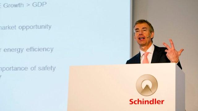 Jürgen Tinggren an der Pressekonferenz