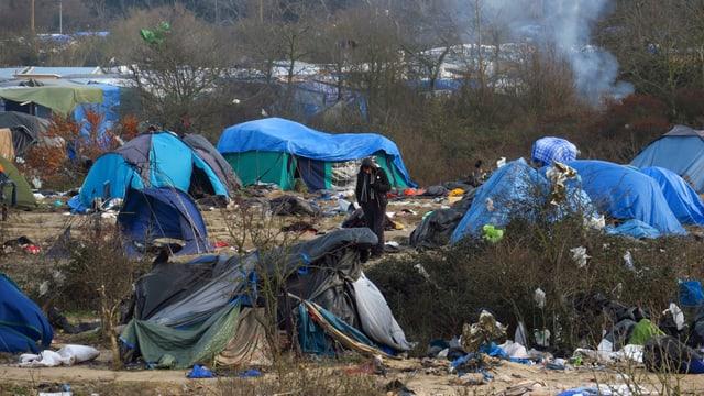 In champ a Calais, numnà «Jungle»