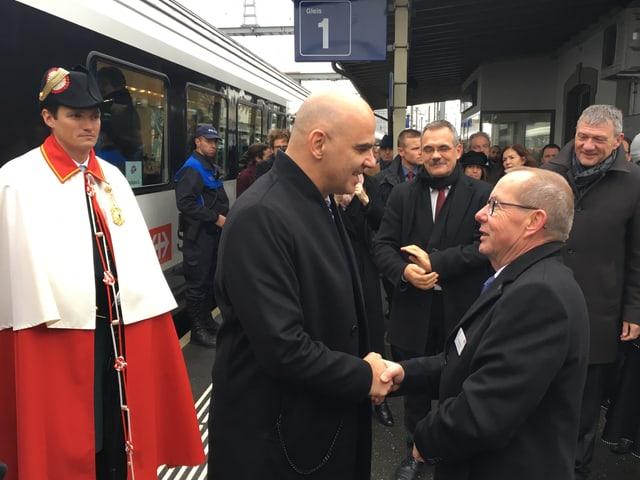 Gemeindepräsident Kuno Philipona und Alain Berset
