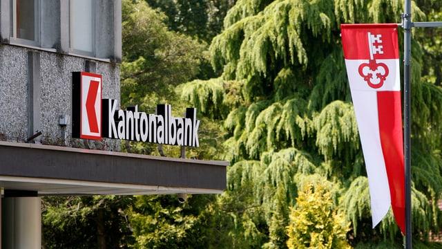 Banklogo und Kantonsfahne Obwalden