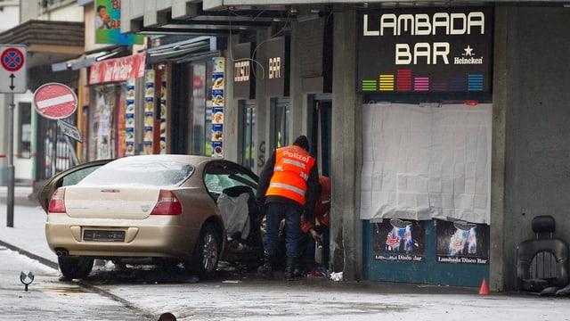 Die Unfallstelle bei der Lambada Bar an der Zürcher Langstrasse. Ein Fussgänger wurde bei dem Unfall getötet.