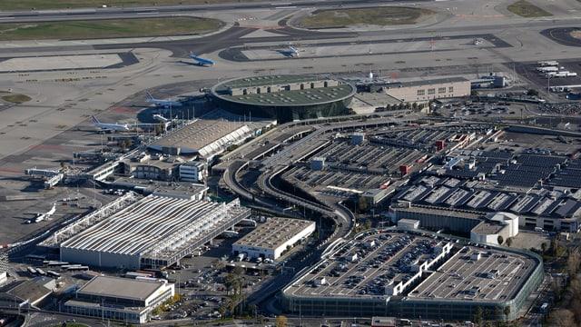 Der Flughafen von Nizza aus der Vogelperspektive.