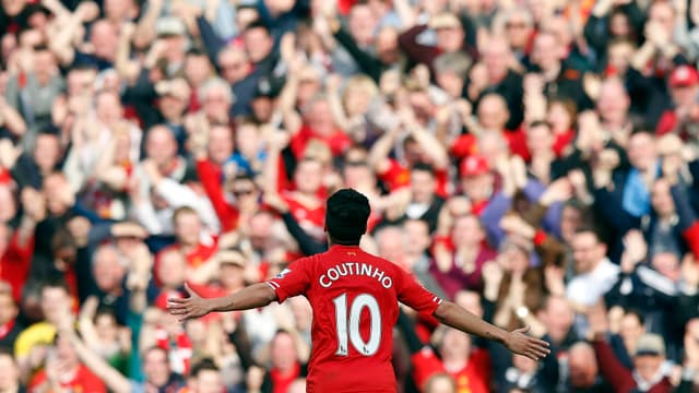 Coutinho feiert sein siegbringendes Tor vor den Liverpool-Fans.