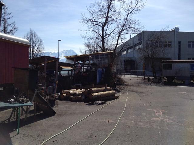 Auch ein eigenes Holzlager ist auf dem Gelände des Wagenplatzes.