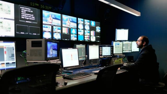 Blick in die Senderegie des TV-Senders Tele M1 in Aarau