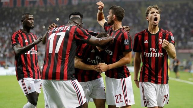 Jubelnde Milan-Spieler.