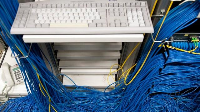 Computer und ein Kabelsalat