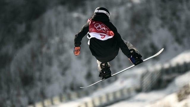 Snowboardista grischuna.