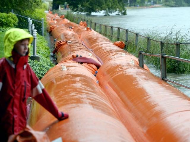 Hochwasserschutz in Wallbach im Juni 2013