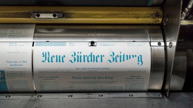 vista sin ina maschina che stampa la Neue Zürcher Zeitung