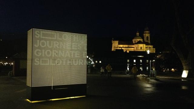 Werbesäule der Solothurner Filmtage bei Dunkelheit