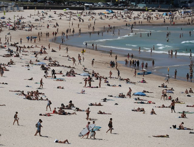 Hunderte Strandgänger am Bondi Beach