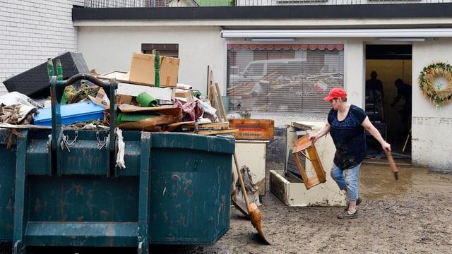 Aufräumarbeiten in Uerkheim