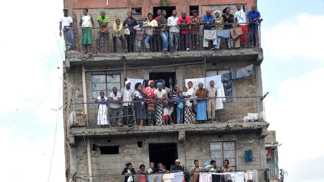 Bewohner im Eastleigh-Quartier beobachten Kämpfe auf den Strassen.