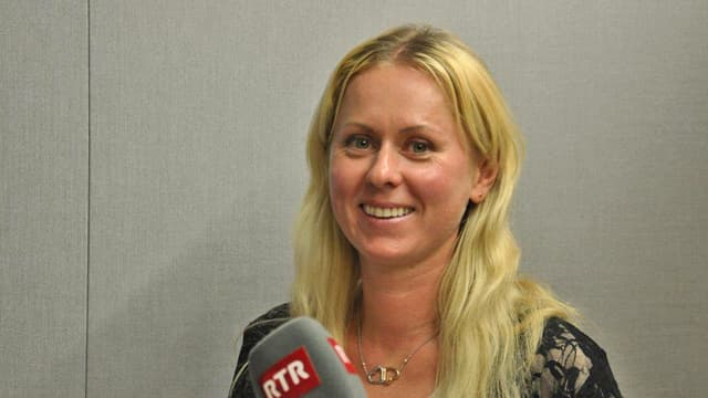 Irina Schmid en il studio da RTR.