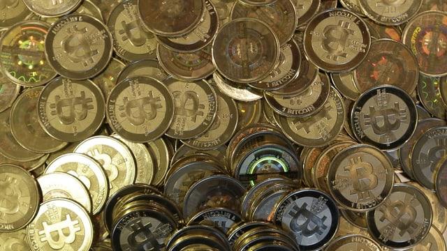 Bitcoins – physisch als Münzen dargestellt.