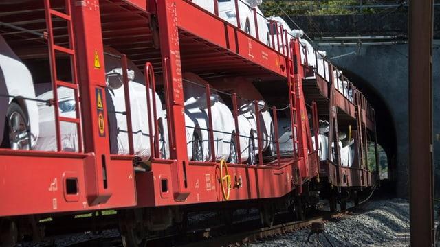 Güterzug in Villnachern