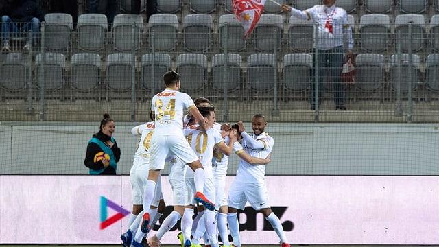Ils giugaders da Thun festiveschan in gol