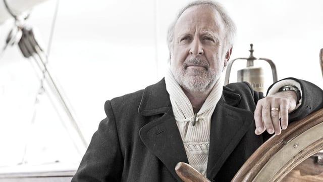Peter Reber auf einem Segelboot