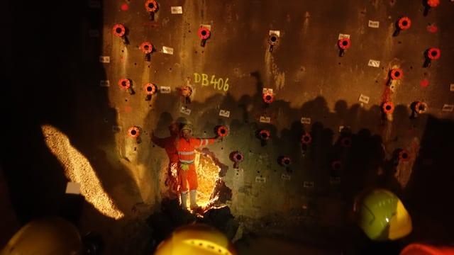 Da Preda fin la caverna han ils miniers fatg oz la perfuraziun.