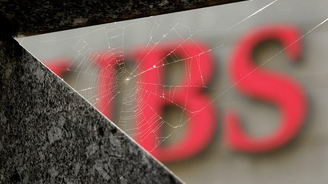 UBS-Logo in Spiegelscherbe.