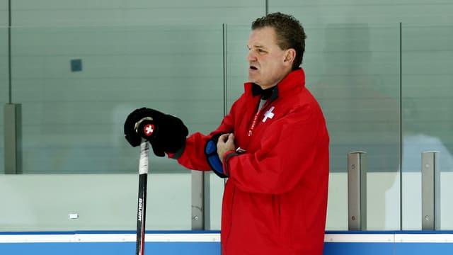 Der abtretende Nati-Coach steht künftig in der KHL bei Jaroslawl an der Bande.
