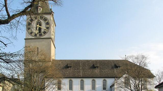 Die Kirche St. Peter mit dem Zifferturm.