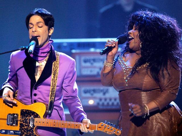 Prince und Chaka Khan auf der Bühne