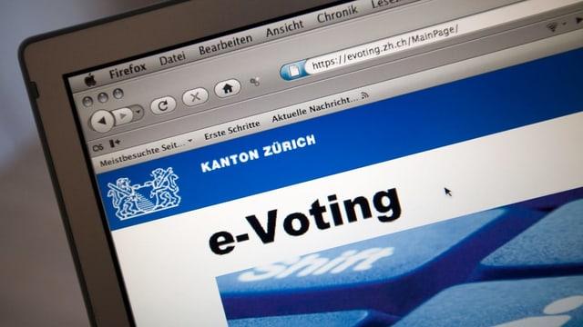 Purtret d'in cumputer cun scrit si e-voting.