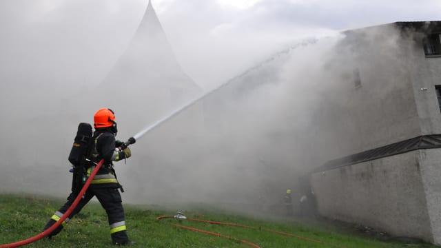 In pumpier da Cuira stizza in fieu en il Sennhof l'onn 2012.