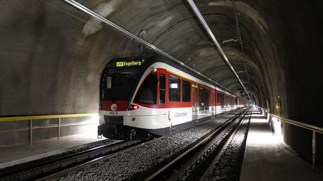 Zentralbahn bei einer Testfahrt im Tunnel Engelberg.