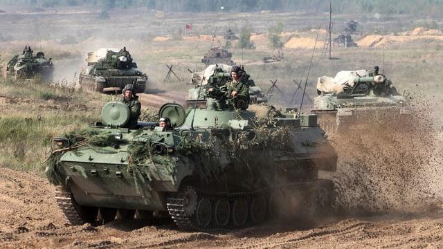 Panzer rollen heran