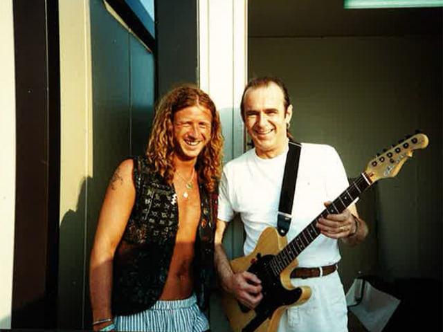 Ralph Wicki zusammen mit Sänger und Gitarrist Francis Rossi von Status Quo.