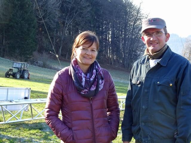 Priska und Roland Wismer, die einen Bauernhof auf dem Stierenberg betreiben.