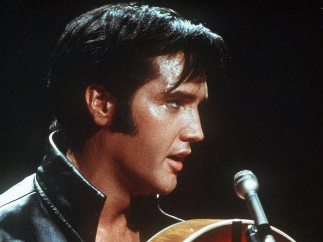 Elvis Presley in einer Fernsehshow von 1968