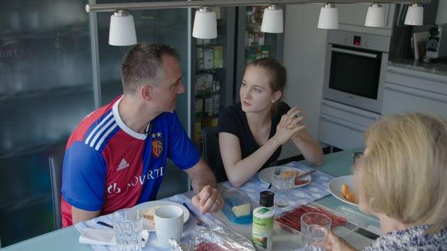 Video «Attacke auf Lohnschutz / Ansturm aufs Gymi / Theke: Silvia Steiner, Frauenhasser» abspielen