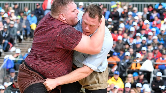 Zwei Männer beim Wettkampf.
